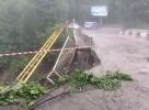 Селевой поток подмывает оба моста в Цее